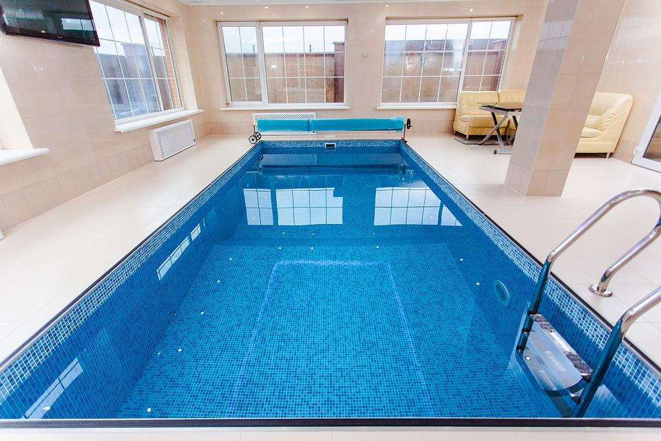 La construction d'une piscine intérieure